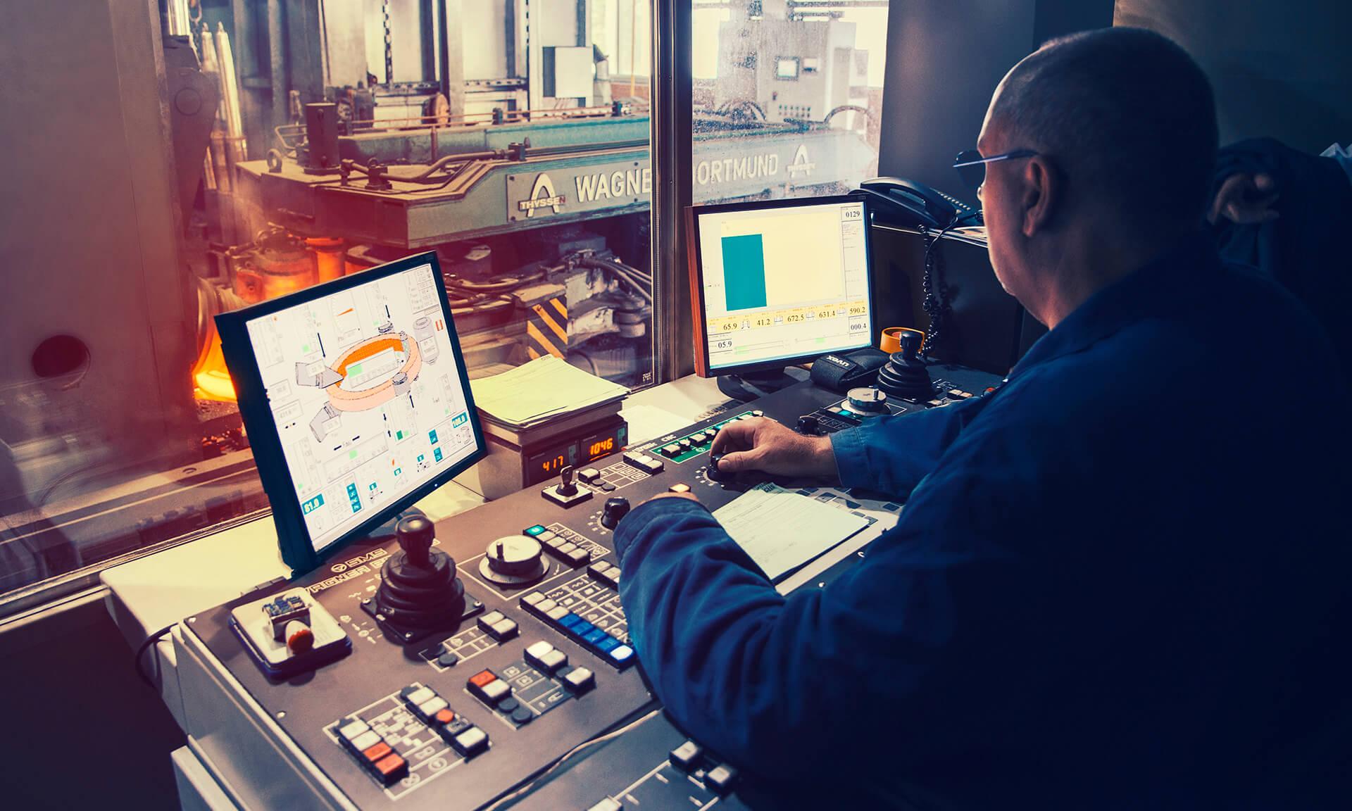 Walzwerk und Schmiede - Produktion von individuellen bedarfsoptimierten Lösungen für die industrielle Nutzung - Leppe-Edelstahl | Chr. Höver & Sohn - NRW